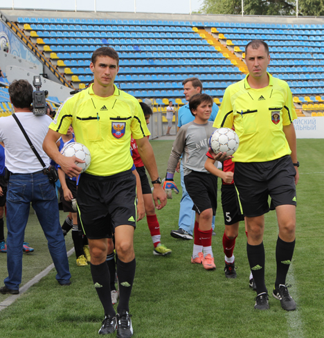 Арбитры и делегаты чемпионата Ростовской области по футболу в 2015 году