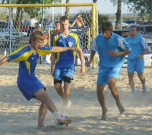 «Восток» пробился в основной этап ЧР по пляжному футболу